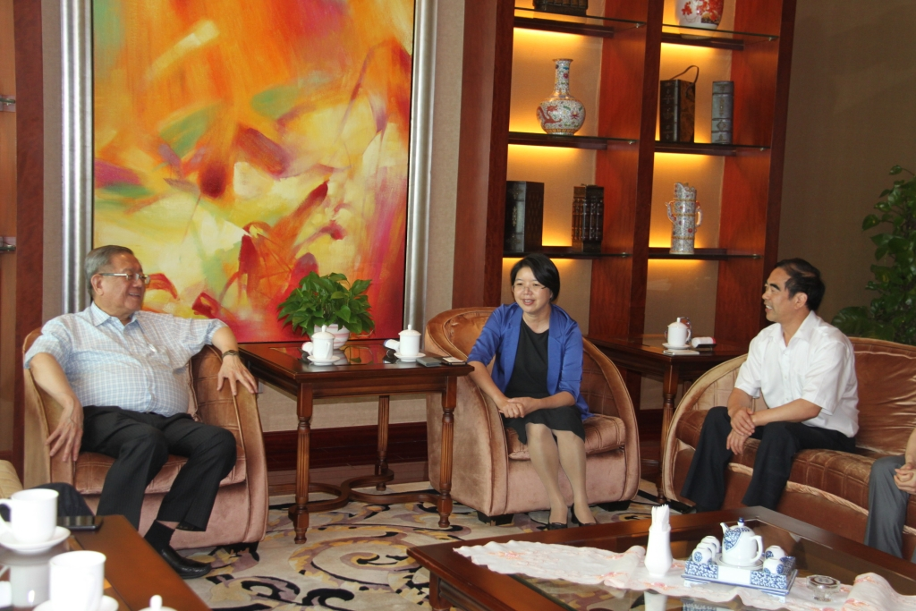 马来西亚金狮集团董事长锺廷森一行受邀来锡考察洽谈项目